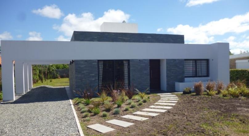 Cyc inmobiliaria casas casa estilo minimalista sobre for Casa minimalista uy